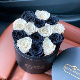 Białe & Czarne Wieczne Róże w Czarnym Okrągłym Boxie