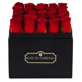 Czerwone Róże Żywe w Czarnym Kwadratowym Boxie