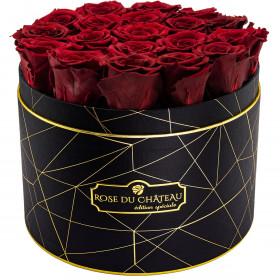 Czerwone Wieczne Róże w Czarnym Dużym Industrialnym Boxie