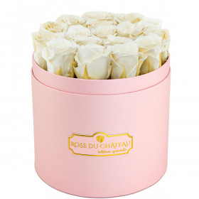 Rose eterne bianche in flowerbox rosa