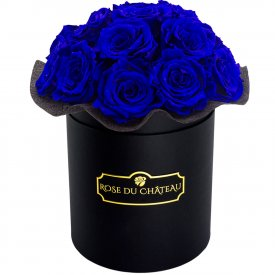 Tmavě modré růže bouquet v malém černém flowerboxu