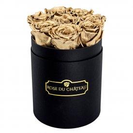 Zlaté věčné růže v malém černém flowerboxu
