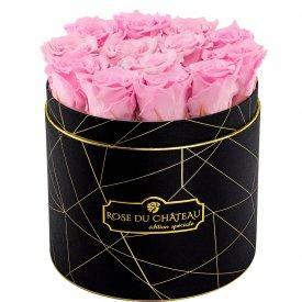 Světle růžové věčné růže v černém industrial flowerboxu
