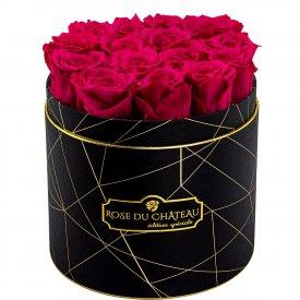 Růžové věčné růže v černém industrial flowerboxu