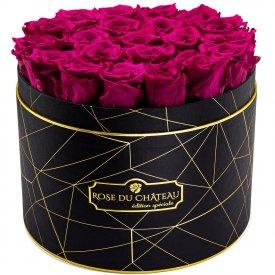 Růžové věčné růže ve velkém černém industrial flowerboxu