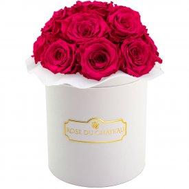 Růžové věčné růže bouquet v bílém flowerboxu