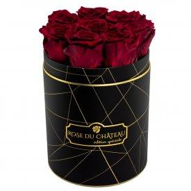 Červené věčné růže v malém černém industrial flowerboxu
