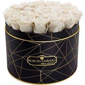 Bílé věčné růže ve velkém černém industrial flowerboxu