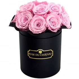 Světle růžové věčné růže bouquet v černém flowerboxu