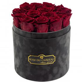 Červené věčné růže v šedém semišovém flowerboxu