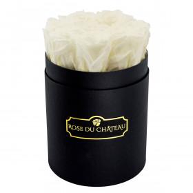 Bílé věčné růže v malém černém flowerboxu